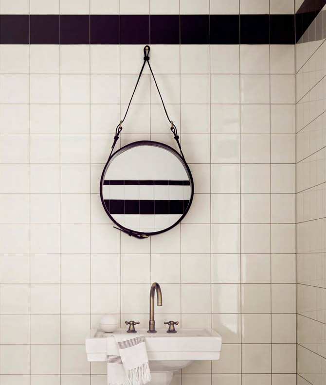 Leather strap mirror by Gubi / DesignVille.cz
