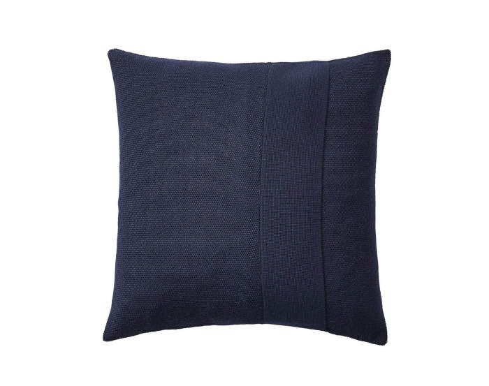Layer-Cushion-50x50-midnight-blue